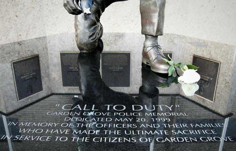 Call to Duty memorial statue