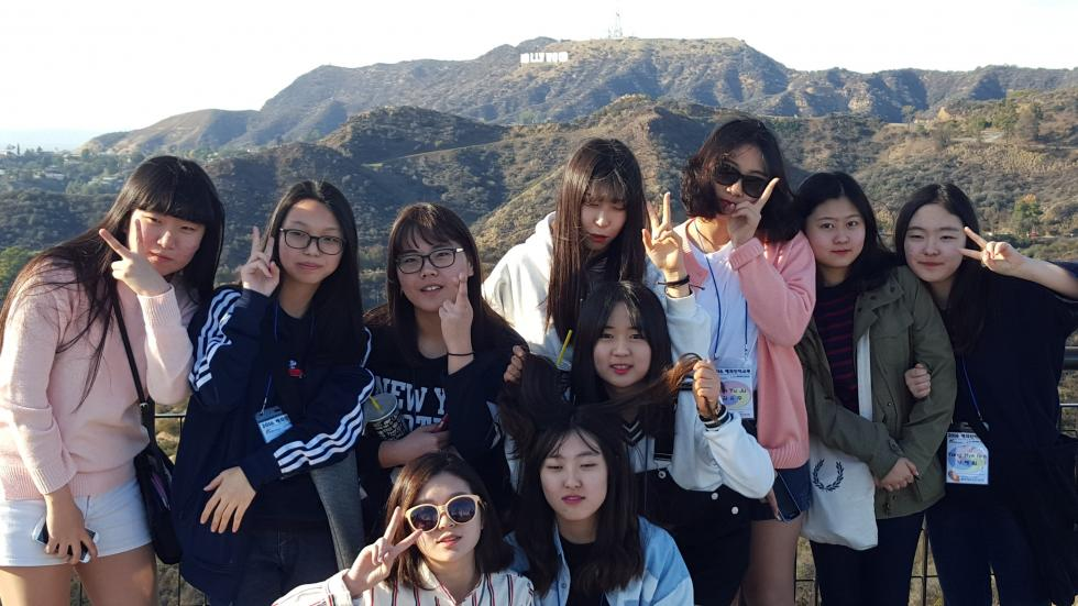 Photo of high school students from Anyang, Republic of Korea visiting the Hollywood sign in 2016